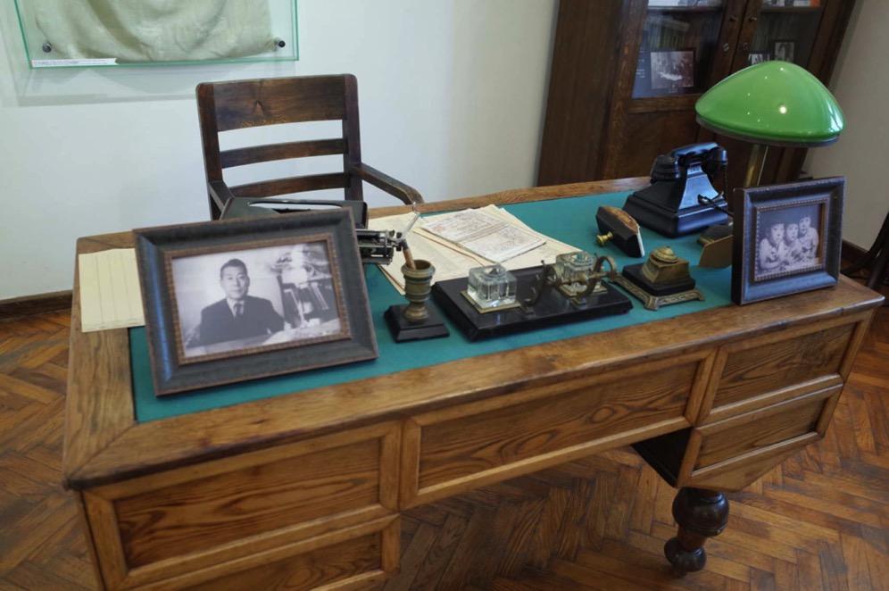 Chiune Desk